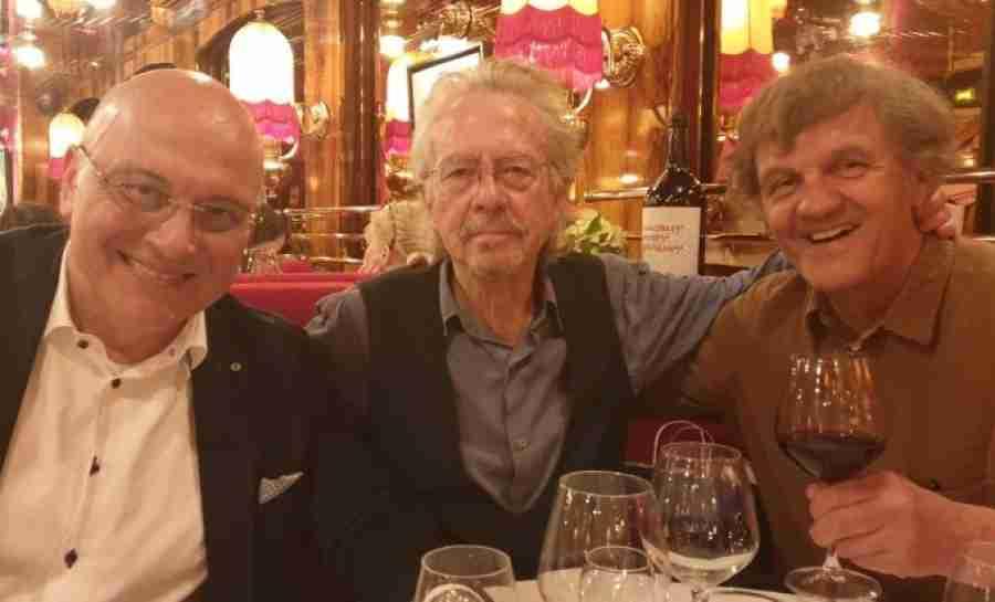 NEMANJA, NEMANJA…: Emir Kusturica i Vukosavljević sa Handkeom proslavili Nobelovu nagradu, evo šta mu je rekao bivši Sarajlija…