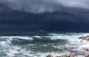 Spojili se nebo i zemlja: Jako nevrijeme stiže sa zapada, u Hrvatskoj već pljušti kiša, munje sijevaju, vjetar tutnji…