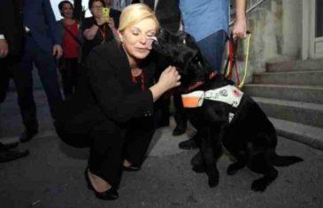 NOVI BISERI HRVATSKE PREDSJEDNICE: Kolindu u Splitu prije utakmice pas ljubio po licu i vratu, ona uzvraćala