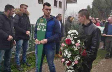 TUGA, BOL I NEVJERICA U RATKOVIĆIMA: Porodica i prijatelji se oprostili od Edina Zejćirovića (FOTO)