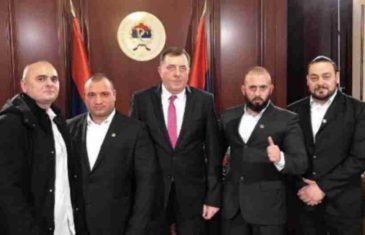 """POGLEDAJTE DODIKOVE MILJENIKE NA DJELU: Procurio snimak jezivog iživljavanja pripadnika """"Srbske časti"""" (VIDEO)"""