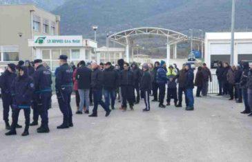 DRAMATIČNO U MOSTARU: Policija okružila demonstrante, spremni su na AKCIJU…