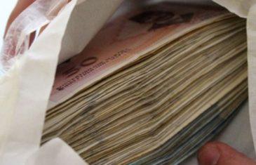 Sam sebi isplaćivao novac: Radnik banke sa računa klijenata ukrao…