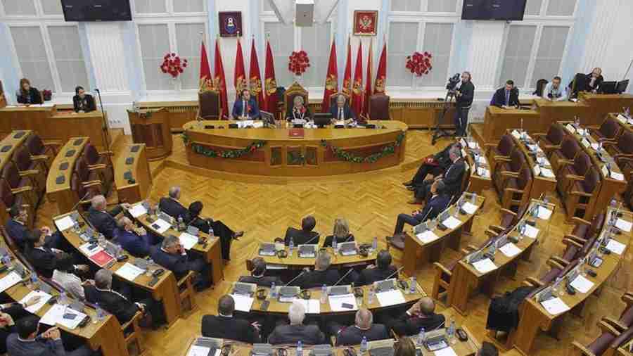 """NEZAPAMĆENI HAOS U SKUPŠTINI: """"Bošnjački političari nam ovdje drže pridiku, a mi, srpski političari, ovdje moramo da stojimo da nas neko ponižava"""""""