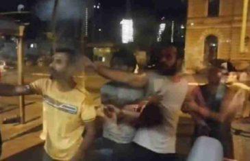 UDARNA VIJEST: Migranti u kampu Vučjak započeli napad na policiju, pozvani specijalci, u toku je rat, MEKTIĆ NAŠAO RJEŠENJE…