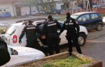 DILERI ZATEČENI NA SPAVANJU Uhapšeno 11 osoba, oduzeto oružje i droga
