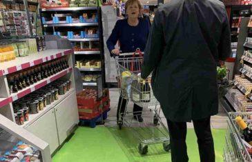 Njemačka kancelarka Angela Merkel snimljena bez zaštitne maske u supermarketu, kupuje sapun i toalet papir…