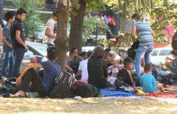 SKANDALOZNO: Četnička obilježja i bedževi Ratka Mladića na protestu protiv migranata