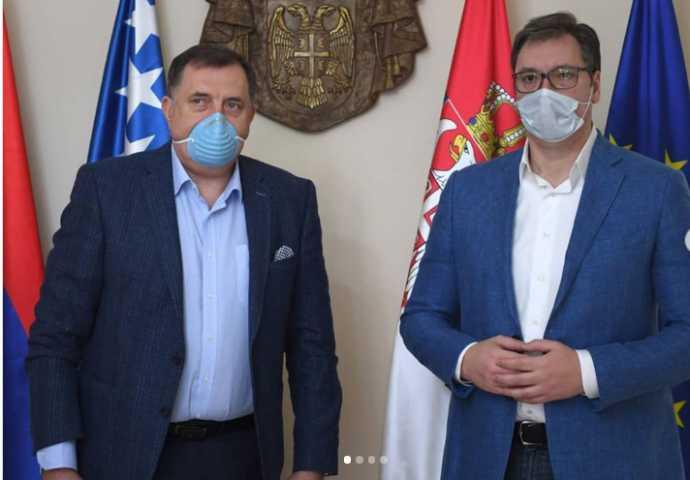 VUČIĆ SE SASTAO SA DODIKOM, STAVILI MASKE NA LICE: Dodik se vraća u RS sa dobrim informacijama! EVO ŠTA MU JE VUČIĆ OBEĆAO