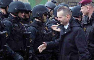 """RADOVANOVIĆ U CENTRU SKANDALA, LUKAČEVA POLICIJA GA PRIVELA U POLICIJSKU STANICU: """"Prvi sam kažnjen zbog širenja panike i nereda""""! (FOTO)"""