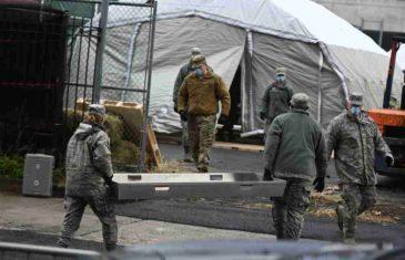 SABLASNO U NJUJORKU: Mobilna mrtvačnica postavljena na Menhetnu ispred bolnice, ulice puste!