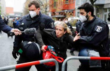 HAOS U NJEMAČKOJ: Žestok okršaj policije i demonstranata, a razlog su mjere protiv corone…