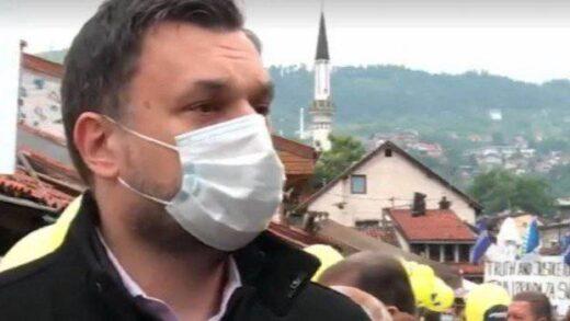 'Protesti i u RS, vruće ljeto i ružne scene iz BiH': Šta je Elmedin Konaković poručio sa protesta u Sarajevu