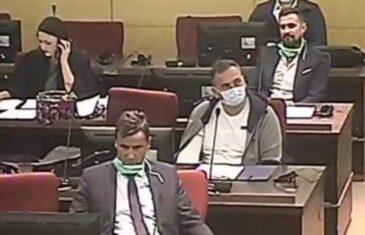 Pogledajte šta se dešavalo u sudnici: Fadil Novalić, Fahrudin Solak i Fikret Hodžić slušaju optužnicu…