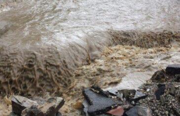 Izdato narandžasto upozorenje: U BiH najavljene obilne padavine i bujične poplave!