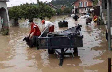 KRITIČNA SITUACIJA U BOSNI: Pod vodom na stotine objekata, bujice raznijele kuće i mostove, stanovništvo na čamcima na izmaku snaga…