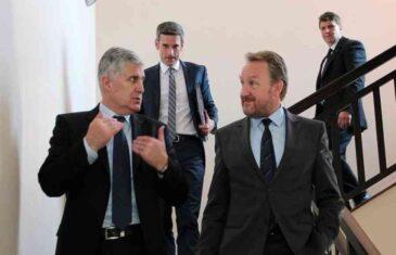 """IZETBEGOVIĆ RAZBJESNIO ČOVIĆEVE PORTALE: """"Lider SDA zalaže za zaštitu manjinskog naroda samo onda kada su Bošnjaci u…"""