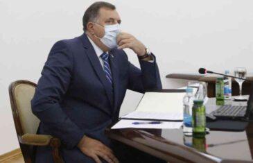 U SVOJOJ DRŽAVI RASPIRUJE, A U SUSJEDNOJ BI DA SMIRUJE: Dodik uoči izbora poslao poruku Crnogorcima