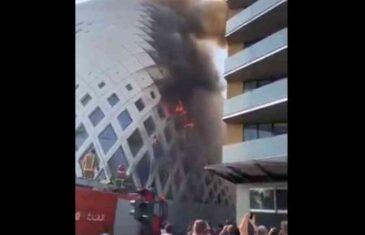 DRAMATIČNI PRIZORI S LICA MJESTA: Veliki požar bjesni u Bejrutu, vatra guta sve pred sobom…