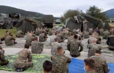 Vojnici OSBiH na Manjači klanjali džumu, SDS traži od Dodika da prekine NATO vježbu: 'Goropadi se po seoskim skupovima, a…'