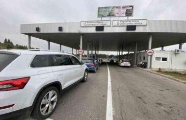 ŠTO SE MORA NIJE TEŠKO: Turisti se vraćaju u Srbiju, blokirali granicu sa Crnom Gorom