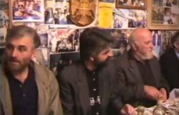 KUNE SE DA NIJE ČETNIK: Krivokapić priznao da je bio ispod Karadžićeve slike, sa četnicima, na dočeku osuđenog teroriste Kavaje…