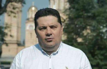 OVAJ IDIOTIZAM JE TEŠKO PREVAZIĆI: Pogledajte predizborni spot NENADA STEVANDIĆA i njegove stranke Ujedinjena Srpska; Kako su Albanac, Hrvat i Bošnjak izbačeni iz kafane!