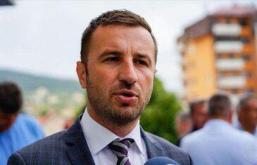 Efendić pokazao snimak: Zašto specijalna olovka s kamerom kruži između vijećnika Četvorke? Jasno se vidi…
