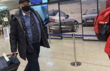 """Večeras sletio u Sarajevo ambasador BiH u Moskvi! Dočekali ga novinari: """"GDJE JE IKONA?"""" AMBASADOR: Tamo gdje treba da bude"""