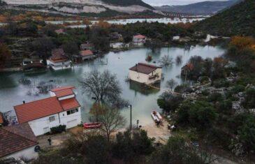 DRAMATIČNO U BLIZINI GRANICE BiH: Cijeli kraj je pod vodom, ovako nešto ne pamte ni najstariji mještani