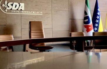 Skidanje ploče s Karadžićevim imenom je pozitivan korak, sad čekamo da Dodik oduzme odlikovanja…