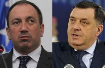 """IGOR CRNADAK TVRDI: """"Dodik realizuje prijetnje, SVETI SE BANJALUCI, iz kase uzima…"""