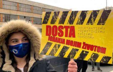 OKONČAN PROTEST/Poruke sa protesta u Sarajevu: Dosta igranja mojim…