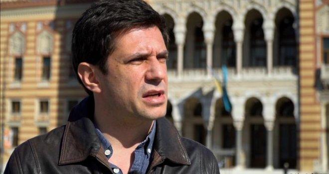 Alban Ukaj, glumac koji voli Sarajevo i najavljuje tužbu protiv BiH: 'Ja starim, moji roditelji još više, ne viđaju unuka…'