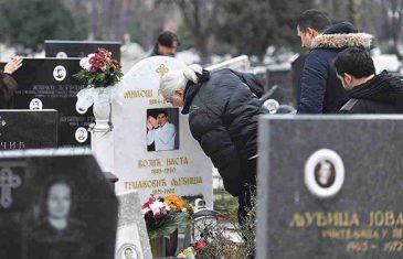 NJEGOVU SMRT NIKAD NIJE PREBOLJELA: Marina Tucaković ove stihove posvetila je pokojnom sinu, riječi KIDAJU DUŠU