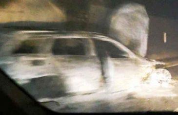 POLICIJA OTKRILA DETALJE HORORA U JABLANICI: Napadači ubacili baklju u automobil, pa šipkama izvršili napad na…